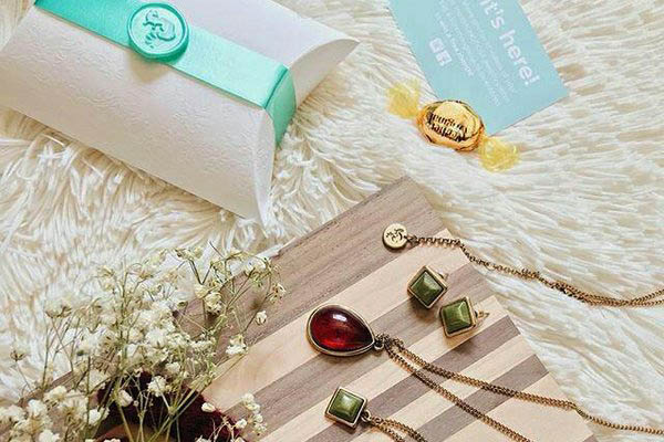 mintMONGOOSE Jewelry Subscription Box